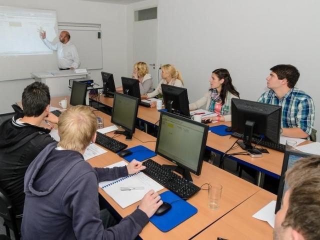 PC Kurse Wuppertal SMT Eingangsbereich Sprachen MedienTraining Mitarbeiterqualifizierung und Personalentwicklung